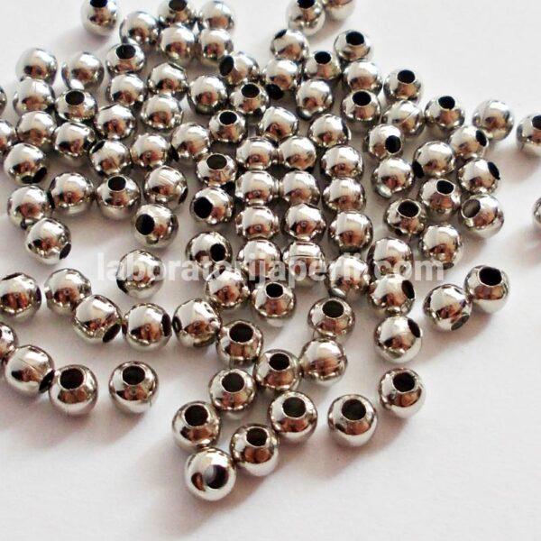 Metalne perle boje nikla
