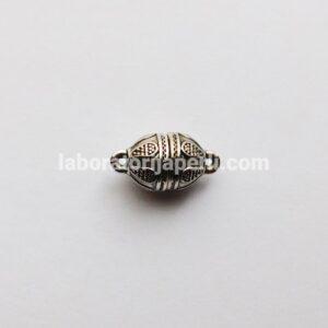 Magnetna kopča boje srebra
